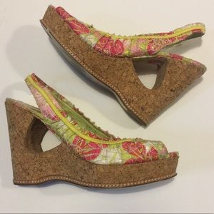 "Bright Flower print cut out wedges ""smile"" size 8"